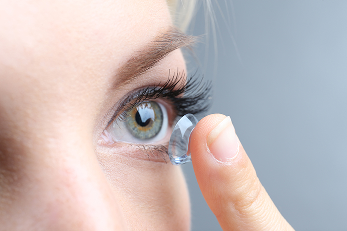 how to put in contact lenses Eyelux Optometry