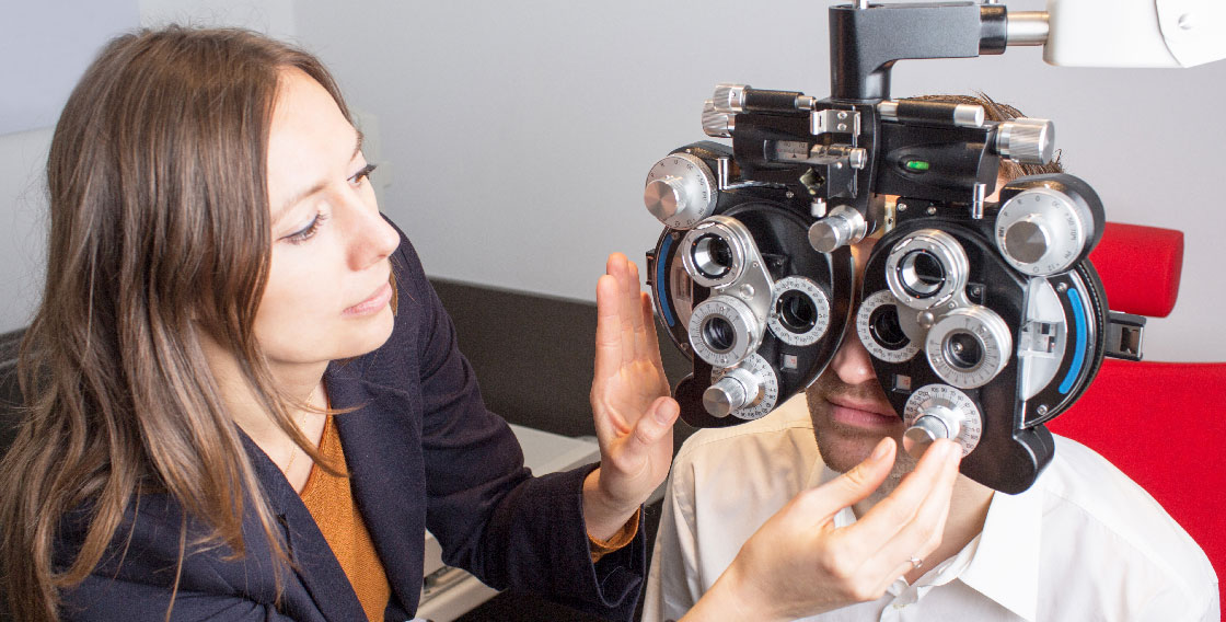 Comprehensive Eye Examination doctor and patient