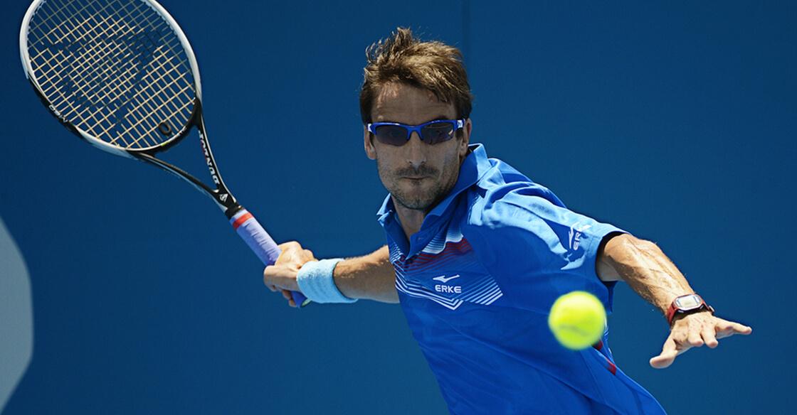 Sports Eyeglasses - Man playing tennis